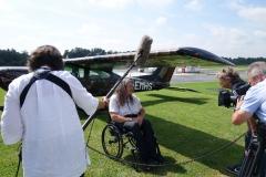 Bruno Theil fliegt mit behinderten Kindern